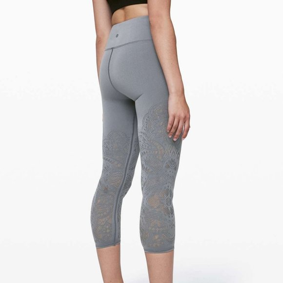 EUC Lululemon Reveal Crop
